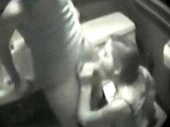 Baño sexo con una pareja cachonda capturada por cámara de seguridad