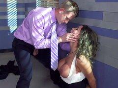 El áspero Shagging encogimiento, Peta Jensen es un psiquiatra superior con un método único de la terapia: ella permite a todos sus clientes follar a sus problemas. Más difícil el problemas más difícil la jodida. Pero Peta tendrá todo el sexo duro que pued
