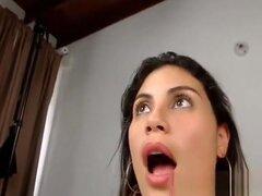 Chica colombiana con tetas enormes se la follan duro