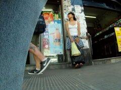 Culo en viento tanga saltar vista falda en público