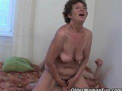 La abuela le encanta el sexo anal