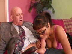 Brown atractivo piel a étnico morena desnudándose medias y dando mamada pajas y sexo