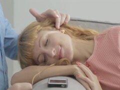LustHD alegre adolescente rusa pelirroja de tetas chupa y cabalga