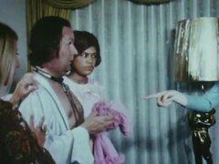 Hombre explotado por 4 jovencitas desnudas (cosecha de la década de 1960)