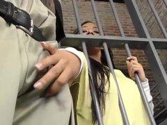 Disfruta de ébano Priya Price trío en la cárcel, pechugón ébano Priya Price obtiene su coño machacado por guardias de la prisión