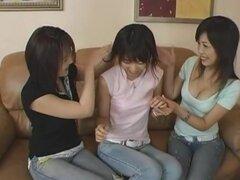 3 lesbianas, protagonizada por Koyoi Yumesaki, Maho Sawai y Kasumi en este trío lésbico juego video. Estas chicas parecen disfrutar mutuamente mucho cuando se trata de lesbiana sexo en grupo, desde el fuerte francés besos entre sí a jugar con la de los de