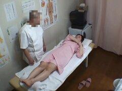 El orgasmo masaje real consiguió por amateur voyeured en cam, chica Amateur tiene el orgasmo masaje real que fue voyeured de la cámara espía. El masajista experto sin duda sabía qué puntos de su cuerpo petite frotar para hacer su sensación de éxtasis