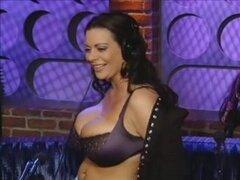 Película xxx europeas con pechos sexy de Trisha, Trisha es una puta anal euro que necesita grandes deportistas en su vagina. En esta película porno del euro muestra sus pechos sexy en la webcam para Joe travieso.
