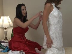 Lesbianas jovenes seduciendo a la novia, novia seduciendo a lesbianas joven como cenan en el Y