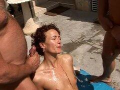 Teengirl desagradable Zaide obtiene desnudo con tres hombres viejos