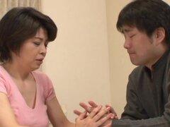 Pelo corto milf japonesa Mira Tamana deja un hombre caliente romper coño