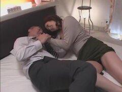 Miki Sato en madrastra cachonda mama grande. Tetona madura actriz Miki Sato desempeña a una nueva esposa a un hombre divorciado que tiene un hijo de paso. Su libido es fuerte y ya recibe mucho sexo de su marido, pero apparenty no es suficiente, por lo que