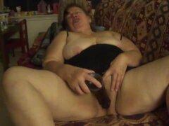 Abuelita Mexicana grande hermosa mujer tiene sexo oral-trabajo, corpulenta esposa mexicana adquiere maridos wang en su garganta y también un gran grueso sextoy en su pie grueso de piel