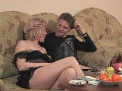 Chica gordita pervertida siendo follada por un tio joven