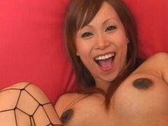 Embarazada puta japonesa se extiende su coño peludo