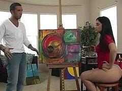 Caliente Luscious Lopez pinta una obra maestra con su hermoso culo ejercitado