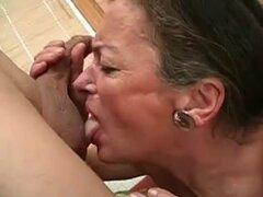Kiss Me abuela, la abuela le encanta besar, entonces ella quiere sexo