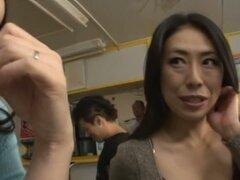 Gorda MILF japonesa obtiene coño lamido y follado