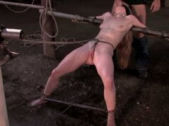 Ébano Jada Fire y blanco amigo dominaron y follan en trío BDSM