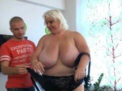 Chica gorda tetona monta a tio flaco