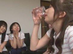 Chica japonesa caliente Ren Hasumi, Kyouko Maki, Nao Mizuki en película mejor JAV