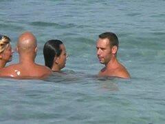 Intercambio de pareja en la playa