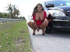Cachonda latina muy caliente y sexy ama masturbar su apretada concha en publico