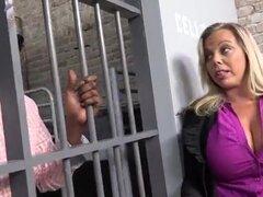 Rubia en la carcel