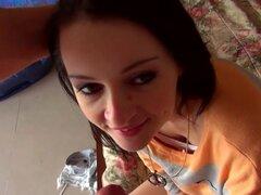 Chica linda Kira Kennedy intenta anal por primera vez