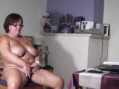 Maduras desnudas Tineke K. bien bosomed y extremadamente mojado - Tineke K.