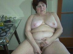 Gorda abuela Hana muestra su vagina desnuda