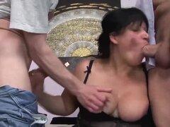 primera doble penetración de bbw busty moms