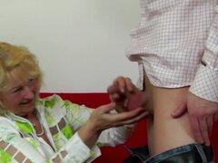 Anciana chupar y follar joven 039; s polla