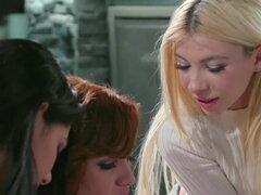 ¡Compañeras de piso lesbianas trama de seducción de nuevo amigo del Colegio!