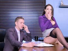 Brazzers - Angela White - tetas grandes en el trabajo. Brazzers - Angela White - tetas grandes en el trabajo
