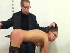 Joven secretaria nalgada