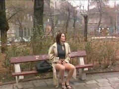 chica Hot meando en público