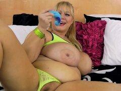 Vieja tetona BBW puta Samantha 38G ejercicios coño con juguete sexual