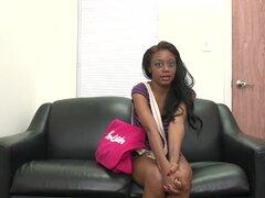 Regina. Así que tuve esta chica negra de 22 año de edad hoy, su nombre es Regina. Ella tiene cuerpo cojonudo, impresionantes tetas y un culo impresionante. Ella quiere entrar en modelado de adultos, y soy las necesidades pasar a hacerlo. Así hizo tira hac