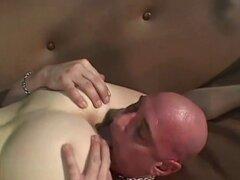 Redhead Babe en sesenta nueve. Hermosa pelirroja babe golpe cabeza y se sienta en la cara con coño peludo