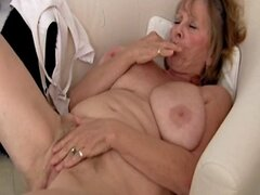 Abuela sexy masturbandose