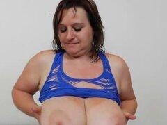 Masturbación y fuck agujero estiramiento con madura morena. Una vez más que tiene una película solo dame más una mama cachonda que es agradable a su cuerpo y su vag en varias formas de llegar a orgasmos.