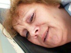 Grasa vieja enfermera obtiene naughty en Ginecología clínica