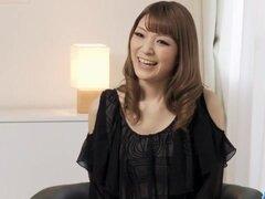 Yuria se burla durante su primer casting porno japonesa