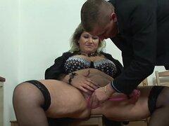 BBW mamá obtiene bombeada y follada anal