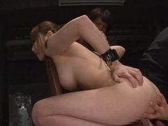 Japonesa AV modelo es naughty milf caliente sexo trío. ¡Naughty milf japonesa caliente con enorme hooters! Ella es jugar esclavo en este trío caliente y cada vez sus grandes tetas exprimidas en trío de mmf! Le tienen en cautiverio, y ella es incapaz de de