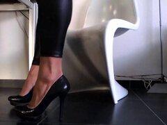 tacones nuevos en mojado ven leggins