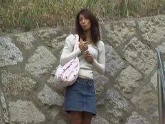Cautivante princesa japonesa obtiene aturdida cuando alguien le arrebata su falda, hoe asiático atractivo es muy descuidado cuando a casa, por lo que en su camino algunos chap kinky roba su falda larga y muy rápidamente se escapa, mientras que esta tentad