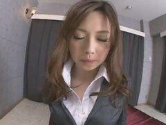 Oficina edad adolescente Aiko Hirose afeitarse galletas con crema, demostración de su edad hawt cuerpo adolescente dentro y fuera de su ropa de oficina, Aiko Hirose tiene su falda subió para arriba y muestra su manguito Calvo antes de babe toma todo apaga