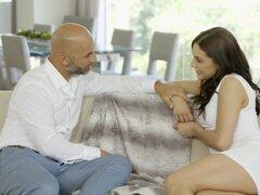 CULONA estudiante Gracie Glam toma Anal de hombre mayores